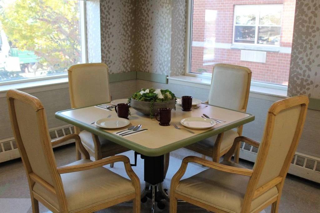 Dining at Nassau Rehabilitation & Nursing Center